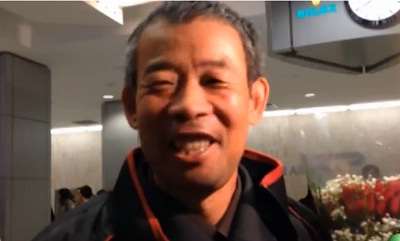 Chen Guangfu smiles upon his arrival at New York's Kennedy Airport, Nov. 6, 2013. Photo credit: RFA.